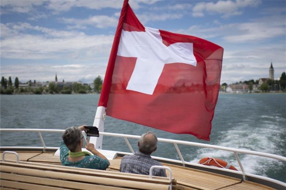 Schweiz: Gegen Ausländerbegrenzung, für Vaterschaftsurlaub